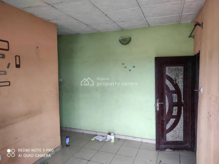 Lovely Mini Flat with Car Park & Prepaid Meter (upstairs), Shomolu, Lagos, Mini Flat for Rent