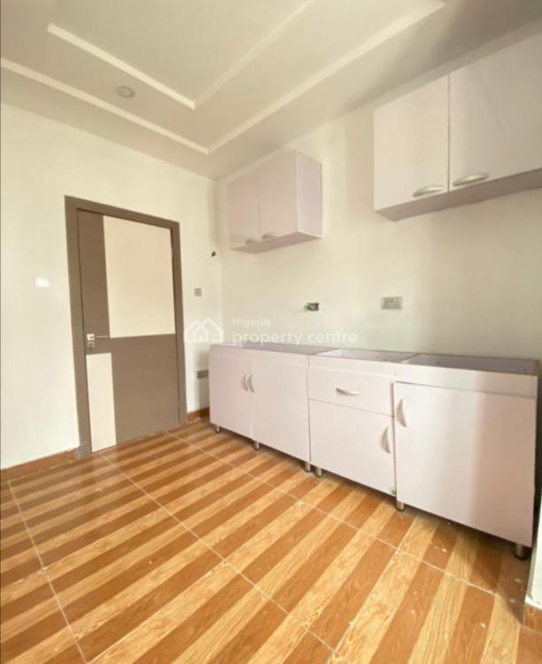 Luxurious 2 Bedroom, 2nd Toll Gate, Lekki Phase 2, Lekki, Lagos, Flat / Apartment for Sale