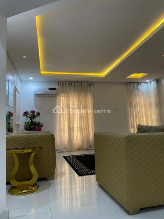 Executive 3 Bedroom with Swimming Pool & 24 Hours Light, Lekki Phase 1, Lekki, Lagos, Flat / Apartment Short Let