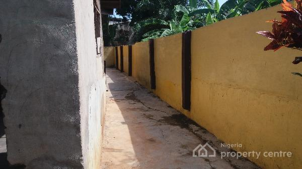 Storey Building on 1000sqm  at Onireke Layout., Onireke Layout, Onireke Gra., Ibadan, Oyo, House for Sale