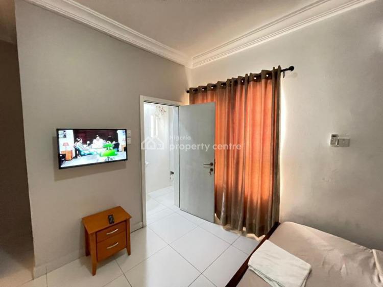 Cozy 2 Bedrooms Apartment, Lekki Phase 1, Lekki, Lagos, Flat / Apartment Short Let