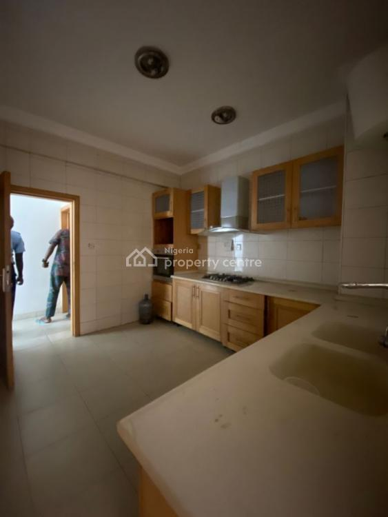 Clean 4 Bedroom Apartment, Phase1 Private Estate, Lekki, Lagos, Flat / Apartment for Rent