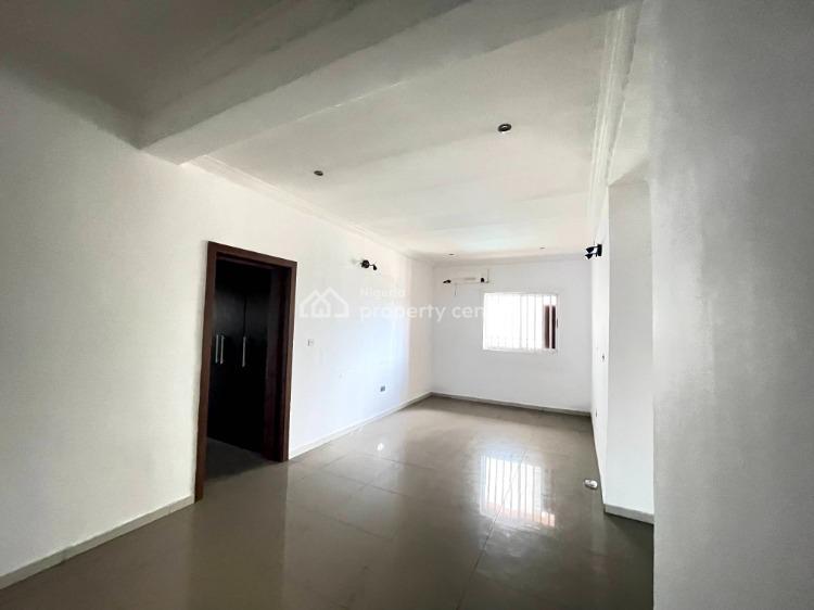 3 Bedrooms Flat on Upper Floor, Lekki Phase 1, Lekki, Lagos, Flat / Apartment for Rent