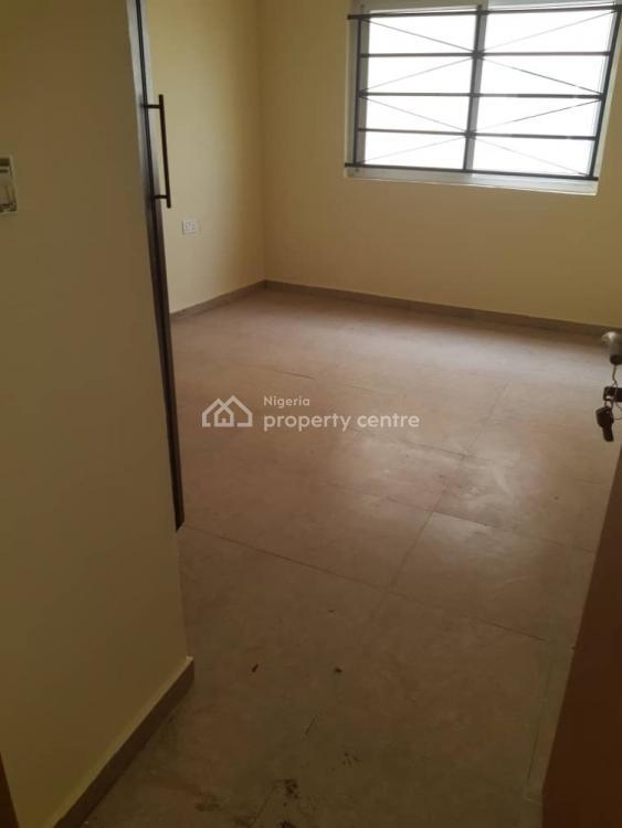 Nice High Rise Flat, Lekki Phase 1, Lekki, Lagos, Flat / Apartment for Sale