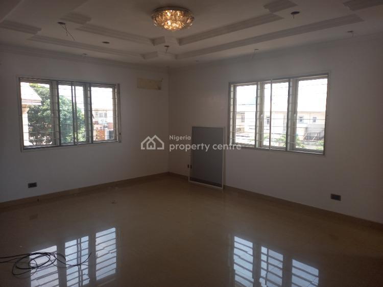 Spacious 3 Bedroom Apartment, Lekki Phase 1, Lekki, Lagos, Flat / Apartment for Rent
