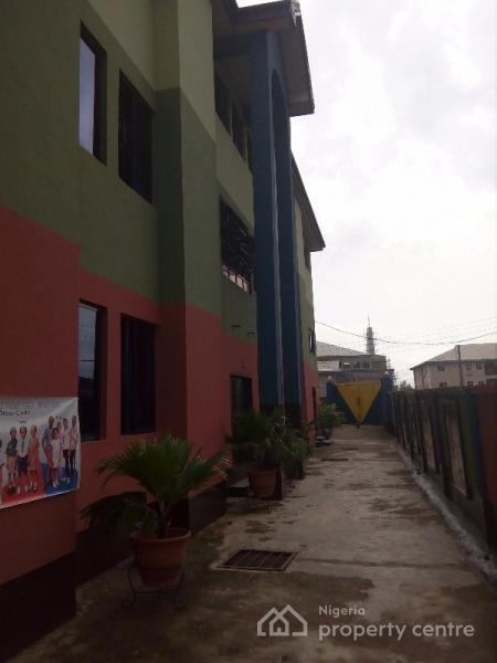 For sale a purposely built modern school building on 3 floors off yetunde brown street ifako - Centre commercial bron ...