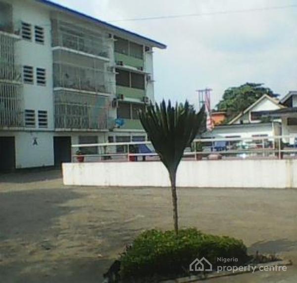 3 Bedrooms Apartment For Rent: For Rent: 3 Bedroom Apartment , Oduduwa Street, Ikeja GRA