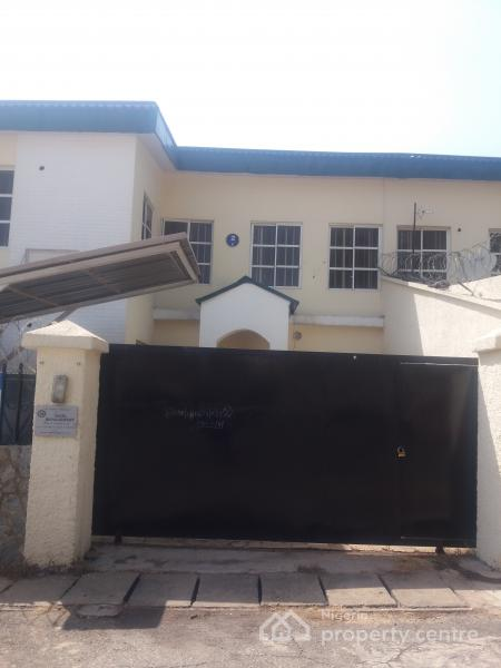 3 Bedroom Duplex House With Swimming Pool In 200 Sq Yards: For Sale: 3 Bedroom Duplex, Area 2, Garki, Abuja