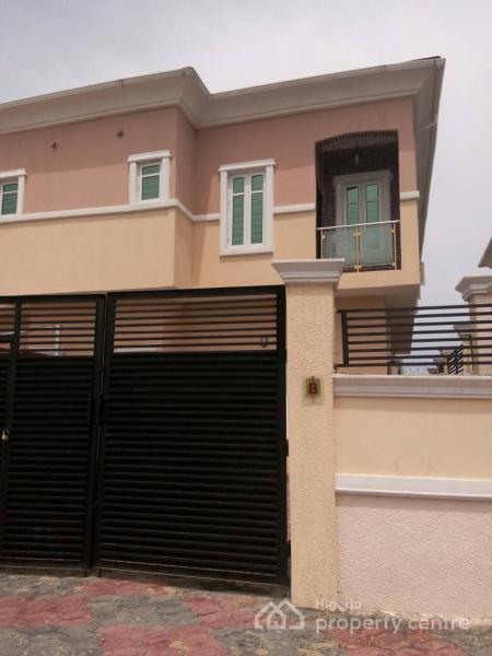3 Bedroom Duplex House With Swimming Pool In 200 Sq Yards: For Sale: Brand New 3 Bedroom Duplex, Ikota Villa Estate