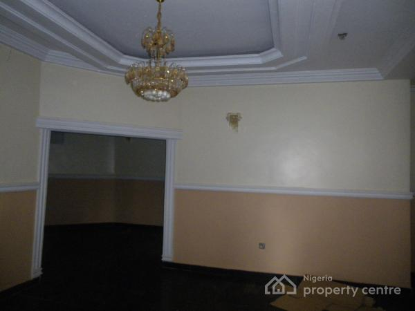 4 Bedrooms,2 Sitting Rooms + Bq in an Estate, Guzape District, Abuja, Terraced Duplex for Sale