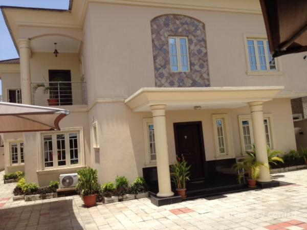 For rent tastefully finished and partly furnished five for 2 kitchen house for rent