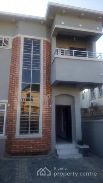 3 Bedroom Duplex House With Swimming Pool In 200 Sq Yards: For Sale: Modern Art Structure 3 Bedroom Duplex With One