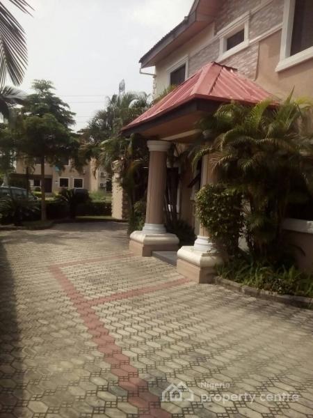 4 Bedroom Semi Detached Duplex + a Room Bq, Manor Garden Estate, Lekki Expressway, Lekki, Lagos, Semi-detached Duplex for Rent