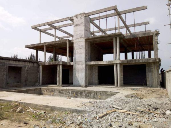 For sale uncompleted mansion with elevator and large for Houses with elevators for sale
