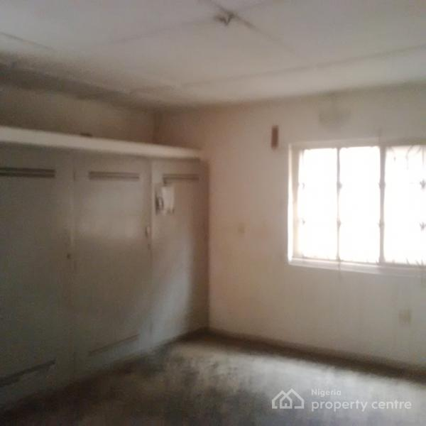 For Rent: A Very Clean 3 Bedroom Apartment, Adisa Bashua