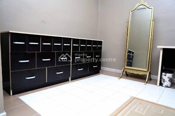 Nicely  Furnished and Serviced  3 Bedroom Penthouse, Simeon Akinyolu Street, Oniru, Victoria Island (vi), Lagos, Flat Short Let
