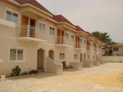 For rent exquisite 16 units of serviced luxury 4 bedroom for Southern estate homes