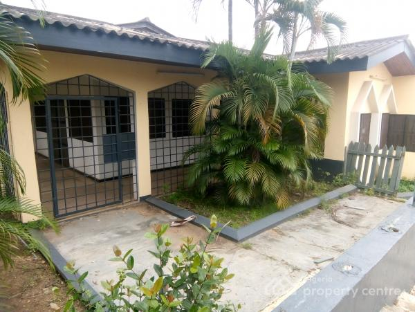 Neat and Ambient 2-bedroom Bungalow with 1-bedroom Boys Quarter, Alalubosa, Ibadan, Oyo, Detached Bungalow for Rent