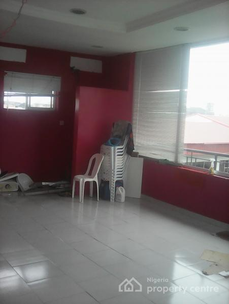 Shop Showroom in a Mall, Off Admiralty Via Tantalizers, Lekki Phase 1, Lekki, Lagos, Shop for Rent