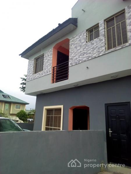 2 Bedroom Bi Level Home With Open Living: For Rent: Executive 2 Bedroom Flat, Arepo, Via Berger