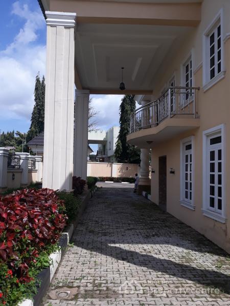 7 Bedroom House For Rent: For Rent: 7 Bedrooms Fully Detached Duplex + 2 Bedroom