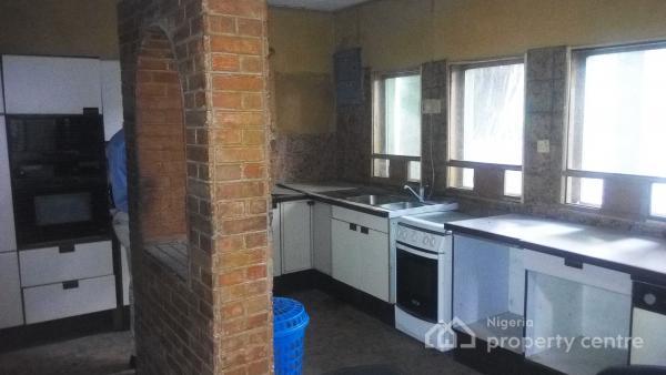 6 Bedroom Detached House, Makoko Road, Makoko, Yaba, Lagos, Detached Duplex for Sale