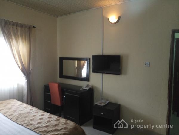 Lovely 1 Bedroom Studio Apartment, Off Admiralty Way (landmark - Ikoyi Link Bridge), Lekki Phase 1, Lekki, Lagos, Self Contained (single Rooms) Short Let