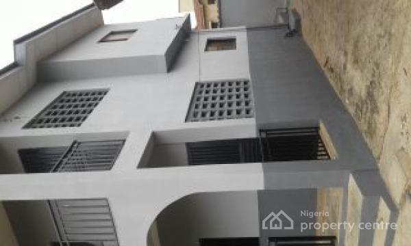 Decent Building, Aromolaran, Loyola College Road, Agodi, Ibadan, Oyo, Block of Flats for Sale