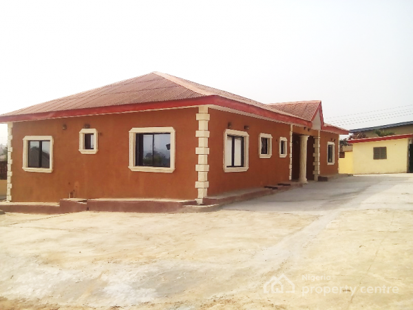 4-bedroom Bungalow with Ample Parking Space Code Akr, Dalimo Street, Ijapo Estate, Akure, Ondo, Detached Bungalow for Sale