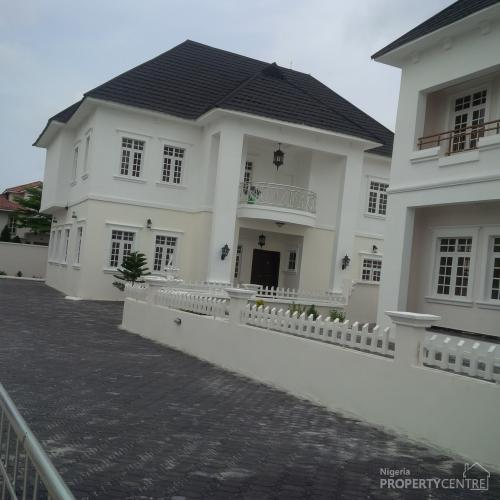 For Sale 5 Bedroom White House Mansion With Swimming Pool At The Exclusive Carlton Gate Estate