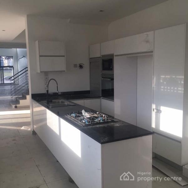 5 Bedrooms Luxury Building, Pinnock Beach Estate, Lekki Phase 1, Lekki, Lagos, House for Sale