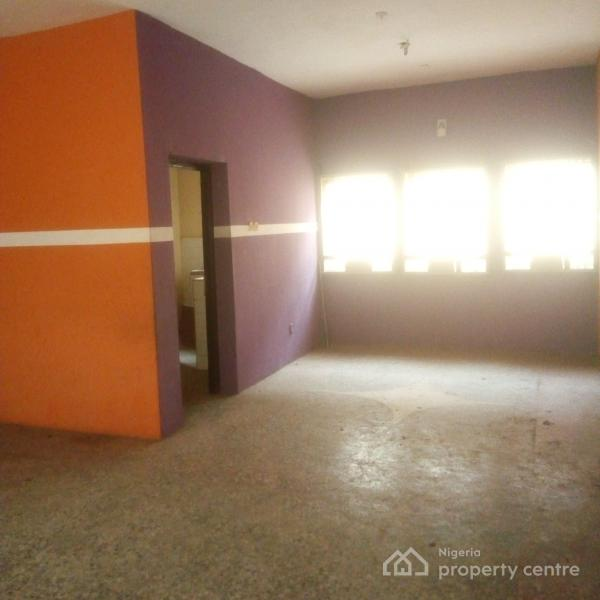 For Rent: Very Spacious And Clean 3 Bedroom Flat, Off