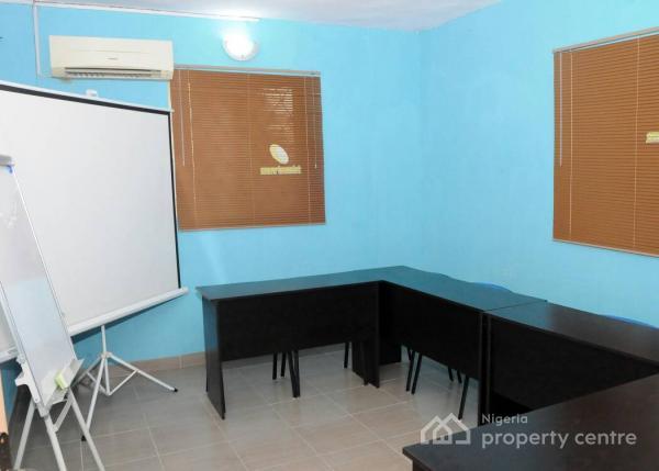 Space for Training, Meeting, Seminars, Board Meetings, Workshop Etc, 28, Obanikoro Street, Obanikoro, Shomolu, Lagos, Conference / Meeting / Training Room for Rent
