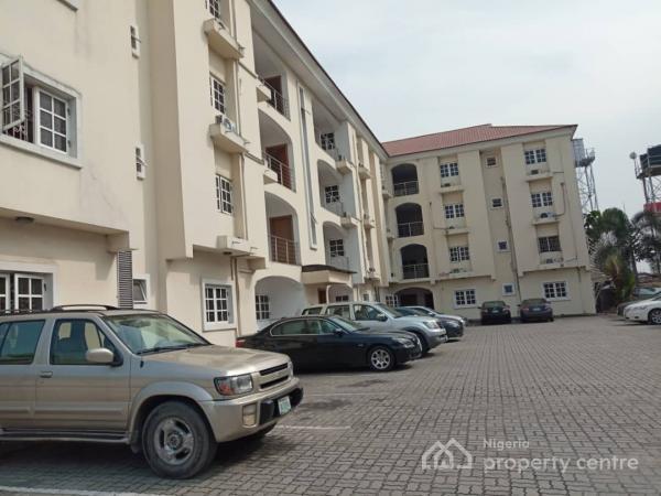 Spacious 3 Bedroom Apartment in a Prime Location, Lekki Phase 1, Lekki, Lagos, Flat for Rent