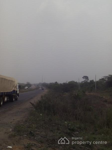 800 Acres of Land, Along Lagos/ibadan Expressway, Sagamu, Ogun, Mixed-use Land for Sale
