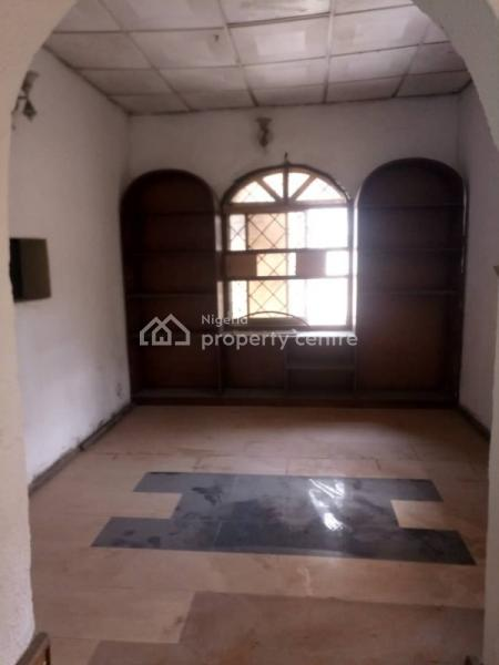 Well Built and Spacious 5 Bedrooms Detached Bungalow with 2 Rooms Bq Self Compound for Either Commercial Or Resident Use, Alagomeji, Yaba, Lagos, Detached Bungalow for Rent