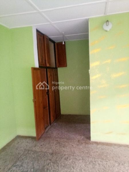a Fairly Used and Spacious 3 Bedrooms Semi-detached Duplex, Onike, Yaba, Lagos, Semi-detached Duplex for Rent