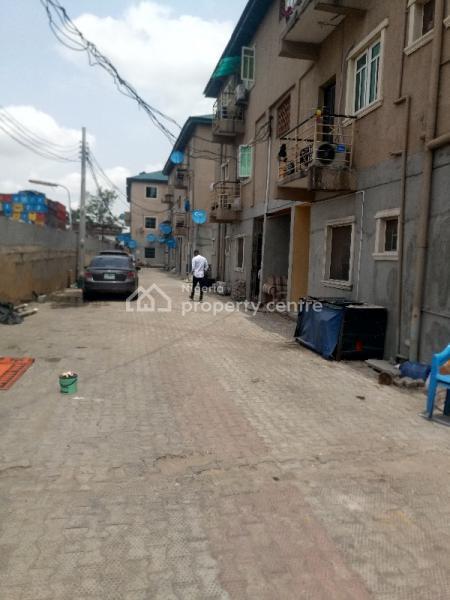 a Fairly Used and Spacious Mini Flat, Fola Agoro, Yaba, Lagos, Mini Flat for Rent