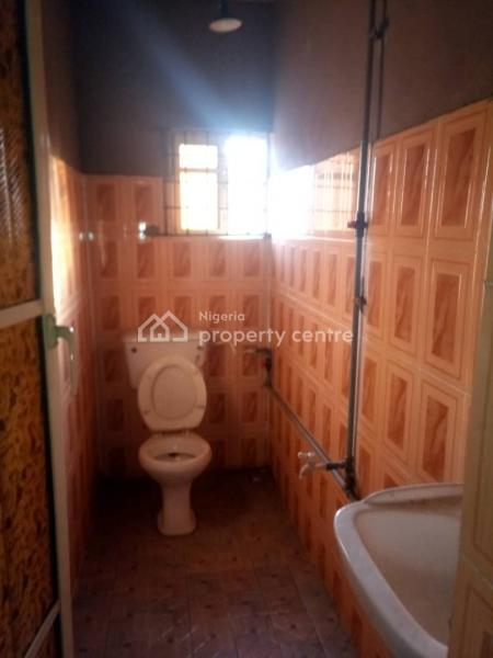a Fairly Used Mini Flat, Off Bajulaiye Rd, Onipanu, Shomolu, Lagos, Mini Flat for Rent