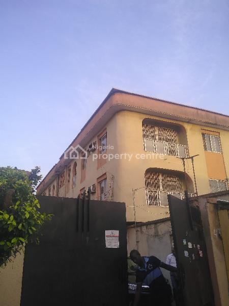 3 Bed Apartment, Modupe Estate, Fola Agoro, Yaba, Lagos, Flat for Rent