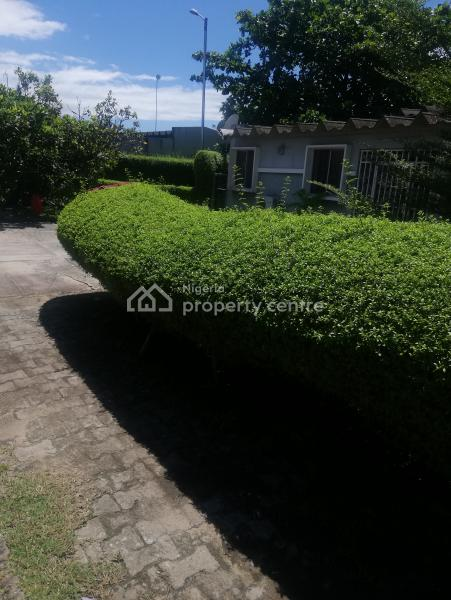 a Well Maintained and Spacious 3 Bedroom Bungalow Located in a Secured and Serviced Estate in Lekki Phase 1, Updc Estate, Lekki Phase 1, Lekki, Lagos, Flat for Rent