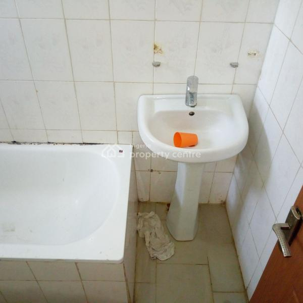 2 Bed Apartments For Rent: For Rent: A Well Renovated 2 Bedroom Apartment, Wuye
