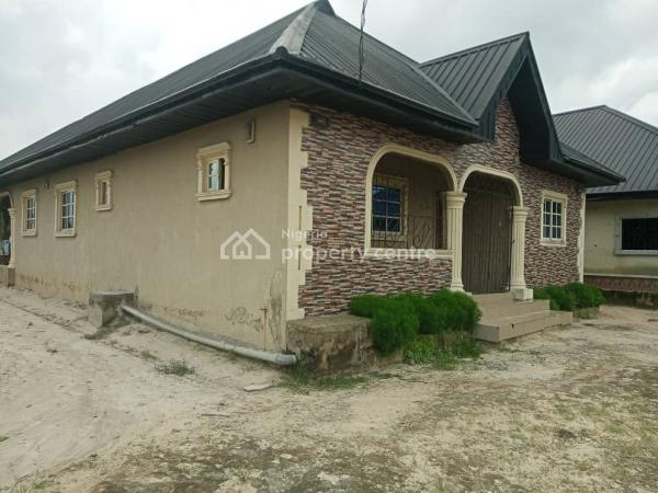 Bungalow of 3,2&1 Bedroom Flats, Off Ekredjebo Road Ughelli., Ughelli North, Delta, House for Sale
