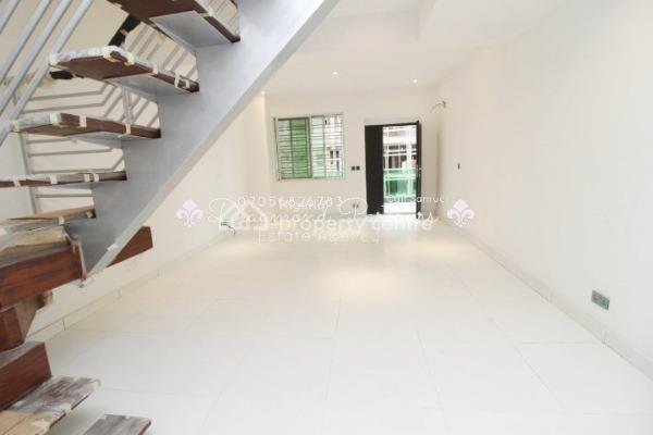 2 Bedroom Messionate, Lekki Phase 1, Lekki, Lagos, Flat for Sale