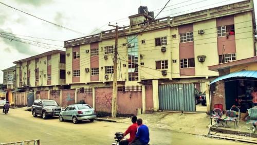 For sale hotel 56 rooms en suite alaba ojo lagos for Houses for sale with suites