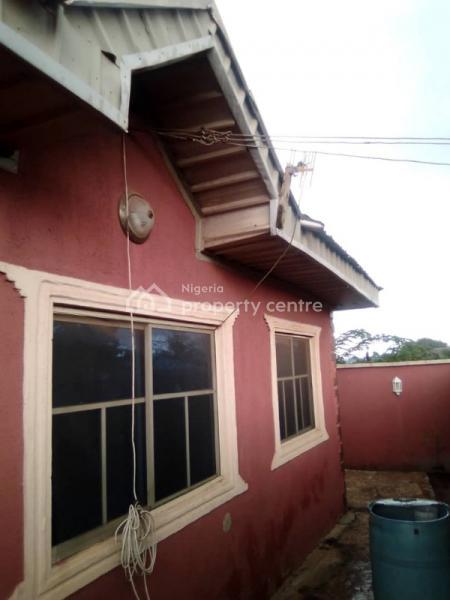 3 Bedroom Bungalow, Olupoyi Area, Apata, Ibadan, Oyo, Detached Bungalow for Sale