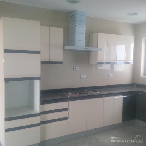 For Rent: Luxury 3 Bedroom Apartments, Kofo Abayomi Street
