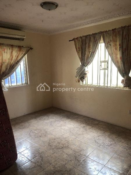 Single Room in a 3 Bedroom Apartment, Lekki Phase 1, Lekki, Lagos, Self Contained (single Rooms) for Rent