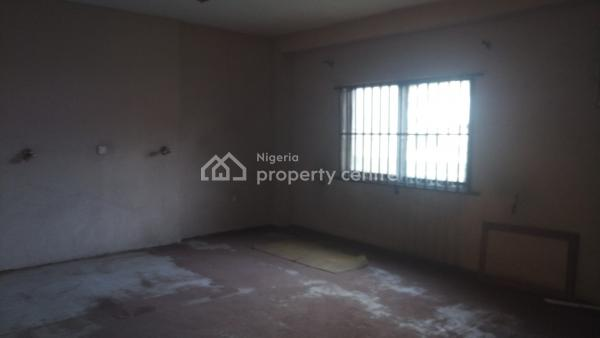 Spacious 3 Bedroom Flat ( Upstairs), By Commercial Avenue,, Sabo, Yaba, Lagos, Flat for Rent