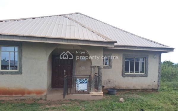 3 Bedrooms Bungalow  Idi Oya Area Ire Akari Road 3 Off Akala Express, Idi Oya Area Ire Akari Road 3 Off Akala Express, Challenge, Ibadan, Oyo, Detached Bungalow for Sale